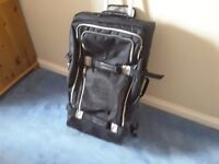 Tommy Hilfiger large suitcase - wheels/ telescopic concealed handle