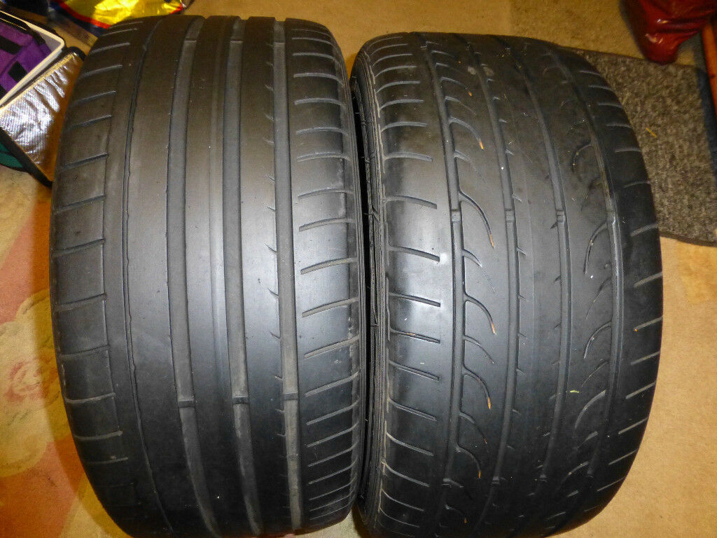 Dunlop SP Sport Maxx Tyres 255 -40 -18 95Y,approx 4.5mm Tread x 2 Good conditionNice