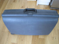 Hard case Carlton suitcase - with number lock - in good condition