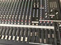 Exellent Yamaha MG24/14FX- Mixing desk