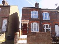 Spacious 3 bed town house close to town, train and motorway - Available now
