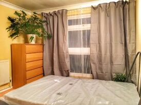 Bright double room 5 min walk from Hainault station