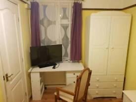 En-suite double room to let in Cherry Hinton