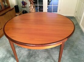 Teak Dining Room Round Table (extendable) and 6 Chairs – Collect Only