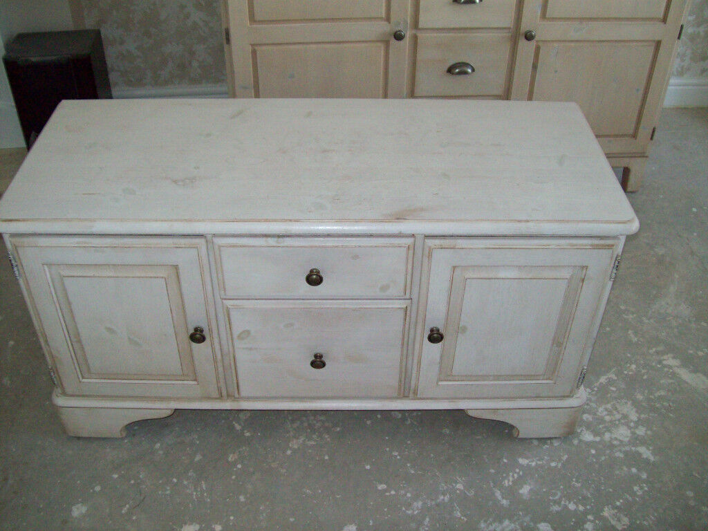 DUCAL RIVERDALE SIDEBOARD / CUPBOARD IN SHABBY CHIC IVORY