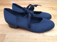 Tap shoes size 2
