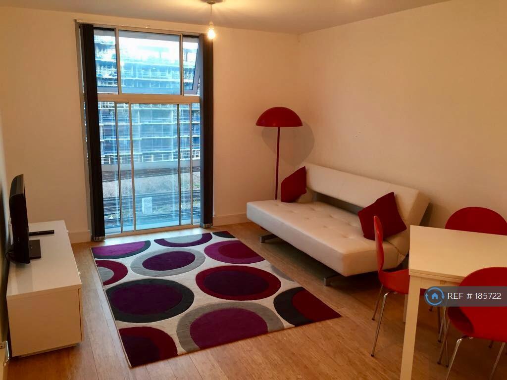 1 bedroom flat in Chelsea Bridge Wharf, London, SW8 (1 bed)