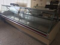 Large display cabinet for food