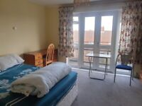 A LARGE CLEAN DOUBLE ROOM FOR LET