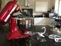 KitchenAid Artisan Stand Mixer 5KSM150 Excellent condition 10 speed, 4.8L bowl size with attachments
