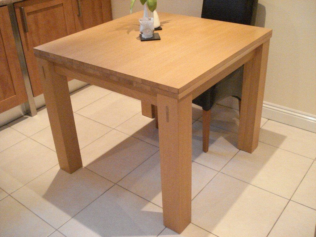 Dining room table extendable morris furniture light oak for Dining room tables on gumtree
