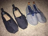 2x pairs baby boys shoes. Size 5 / 22