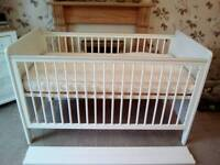 UNUSED MAMA'S AND PAPAS COTBED WITH EXCELLENT CONDITION JOHN LEWIS MATTRESS £50