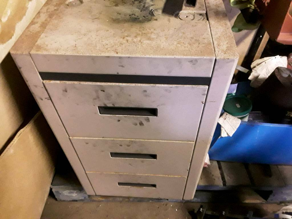 Small metal 3 drawer cabnet