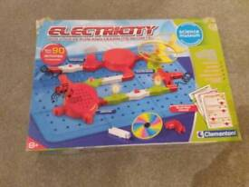 Electricity circuit experiment set for kids. Christmas. Toys