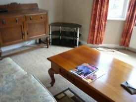 RICHMOND--- COMPACT, FURNISHED SINGLE ROOM IN SHARED HOUSE