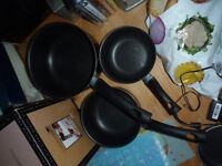 CAREFFOUR SET OF BLACK PANS