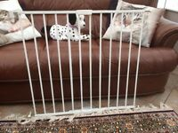 MOTHERCARE Wall Fix Extending Safety Gate. 62 cms to 102 cms
