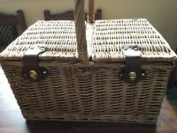 Four person luxury wicker picnic hamper with cooler compartment brand new never used