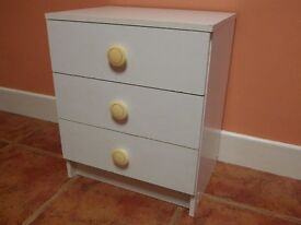 BEDSIDE CABINET, WHITE MELAMINE WITH 3 DRAWERS, GOOD USED CONDITION. Height 59cm,Width50cm,Depth 37