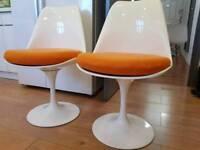2x Sarinen style dinning chairs