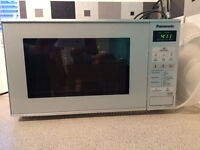 Panasonic NN-E281M Microwave in excellent condition used for <1 year