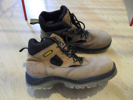Safety Working Boots. Mens size 10 x 2 pairs