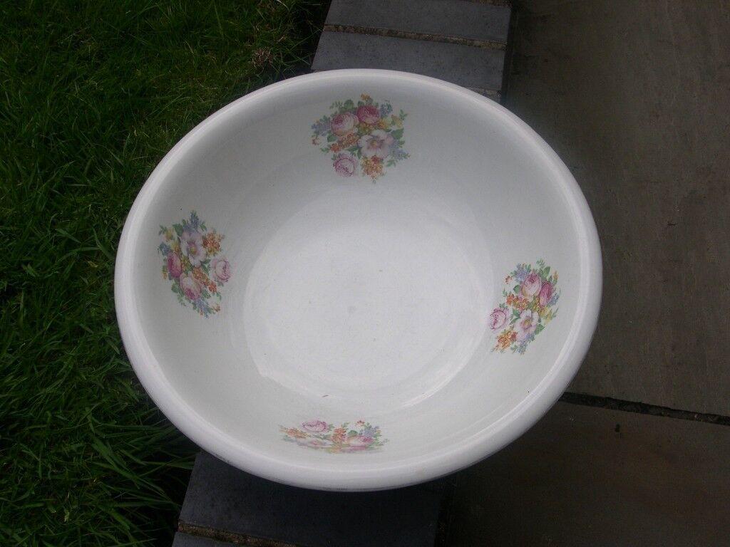 An Empire Ware ceramic wash bowl.