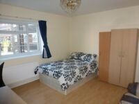 LARGE Double Room / All Bills Inc / Minutes From QMU & Stepney Green Station / Available 2nd July !!