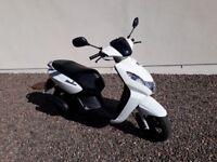 Peugeot Kisbee 50cc White Moped. Excellent condition.