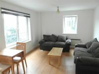 Large Studio Flat with separate kitchen - Only £875 PCM
