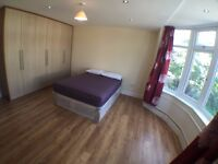 SUPER DOUBLE ROOM close to CRICKLEWOOD