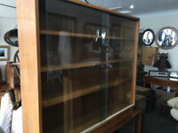 Attractive Vintage Retro Solid Oak Bookcase/Display/ with Glass Front Sliding Doors & 4 Shelves