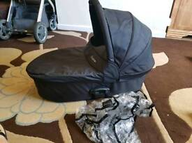 Oyster carrycot with apron & raincover