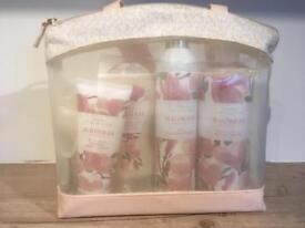 M&S magnolia gift set