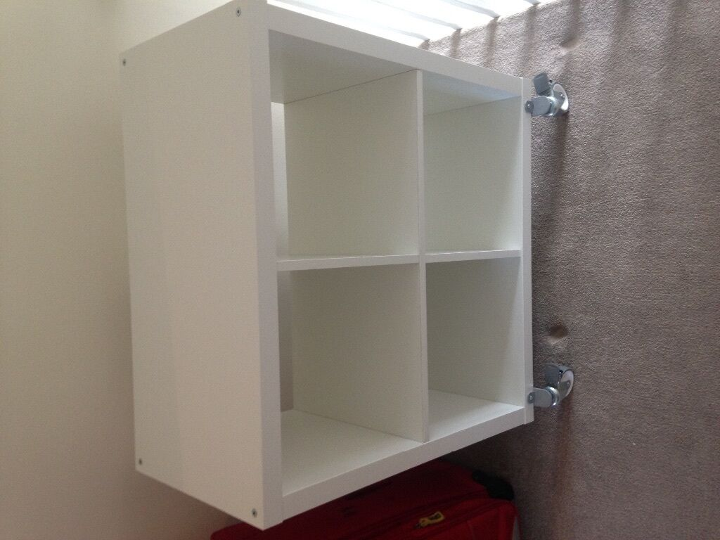 Ikea kallax storage unit w wheels in clapham junction for Meuble 9 cases ikea
