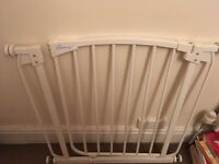 Baby / toddler pressure fit safety gate
