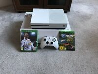 XBOX One S 500 GB - FIFA 18, Rocket League + Controller
