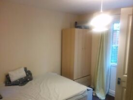 Ensuite Double Bedroom - All Bills Included ( Current Housemates - Female)