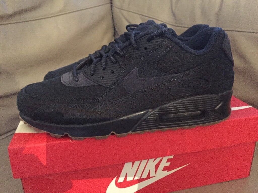 New and genuine air max 90 size 9uk trainers navy and gum sole 918358-400 e553b54cd