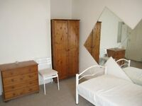 Extra large double room to rent all inclusive bills +internet 10 minute walk from hampton