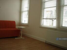 Studio flat in Dawes Road, London, SW6 (#1142604)