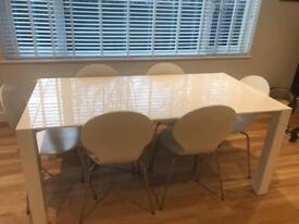 White gloss extendible table