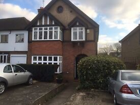 Outstanding Double Bedroom to Let in Canons Park, Close to Canons Park Tube (Jubilee Line)