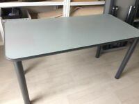 Desk, 4 legs, light speckled grey finish, 1400mm x 700