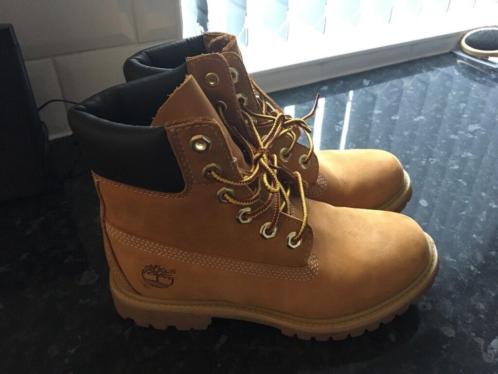 NEARLY NEW Timberland classic boots