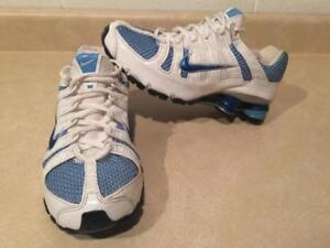cheap for discount 95173 17067 Womens Size 7 Nike Shox Running Shoes