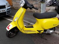 VESPA LX 125 AUTOMATIC MOT BRIGHT COLOUR FOR SAFETY
