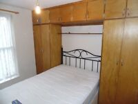 """""""""""""""LARGE DOUBLE ROOM TO RENT. SHARED WITH THREE OTHERS . RENT INCLUDES ALL BILLS AND WiFI"""""""""""""""