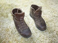 Mens Leather Hiking / Walking Boots Size 10